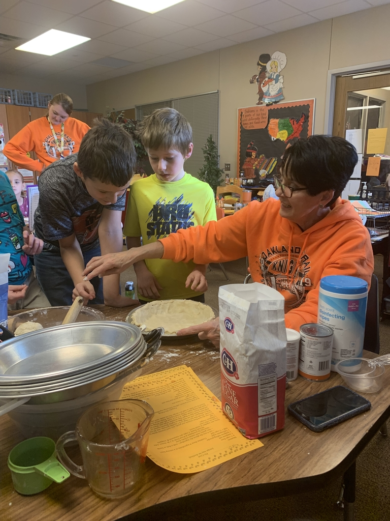 3rd Graders Making Pies